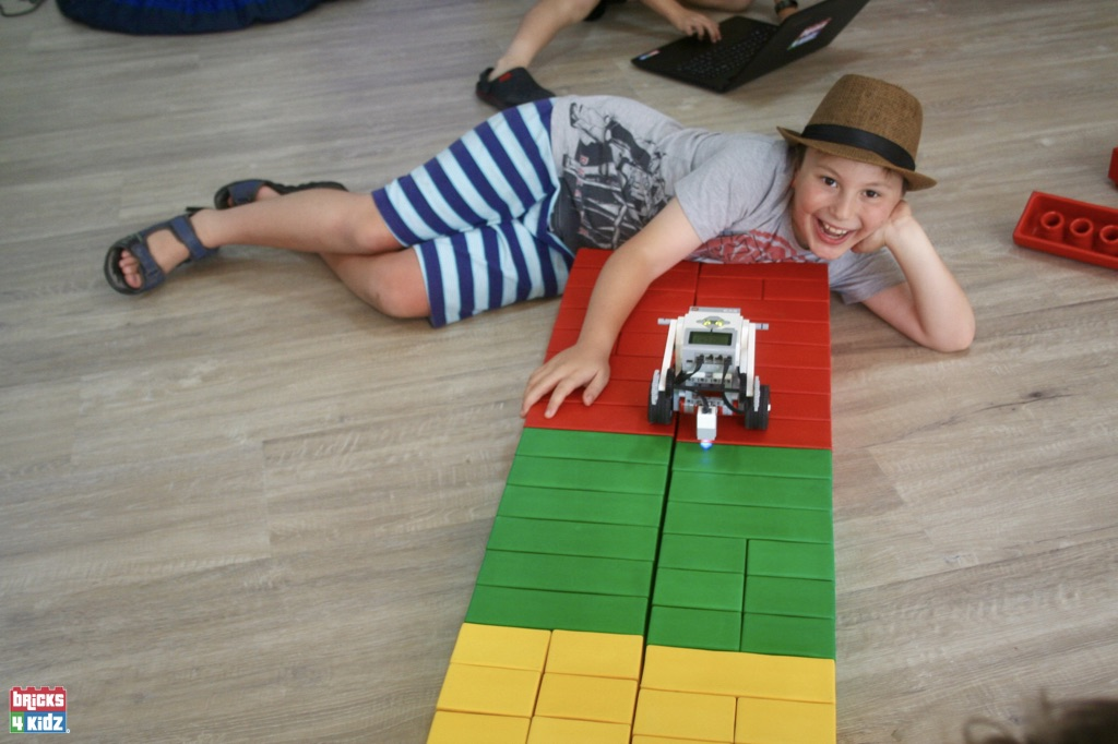 16 BRICKS 4 KIDZ Sydney, Crows Nest, Mosman, North Sydney, Willoughby, Gordon, St Ives - LEGO Robotics Coding Fun STEM - Summer School Holiday Activities Workshops Programs