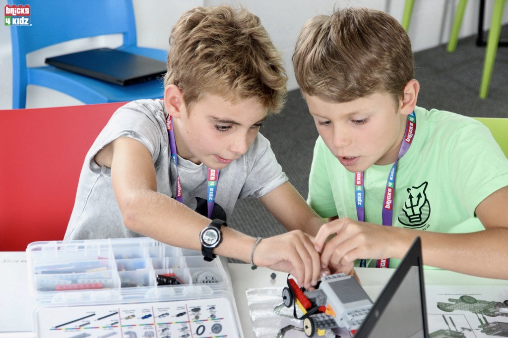 9 BRICKS 4 KIDZ Sydney, Crows Nest, Mosman, North Sydney, Willoughby, Gordon, St Ives - LEGO Robotics Coding Fun STEM - Summer School Holiday Activities Workshops Programs